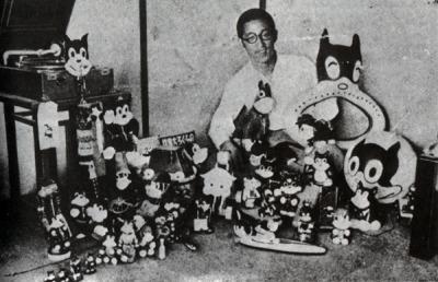 Суйхо Тагава с изображениями героя своей манги